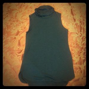 Sleeveless Green LOFT turtleneck tunic top size xs